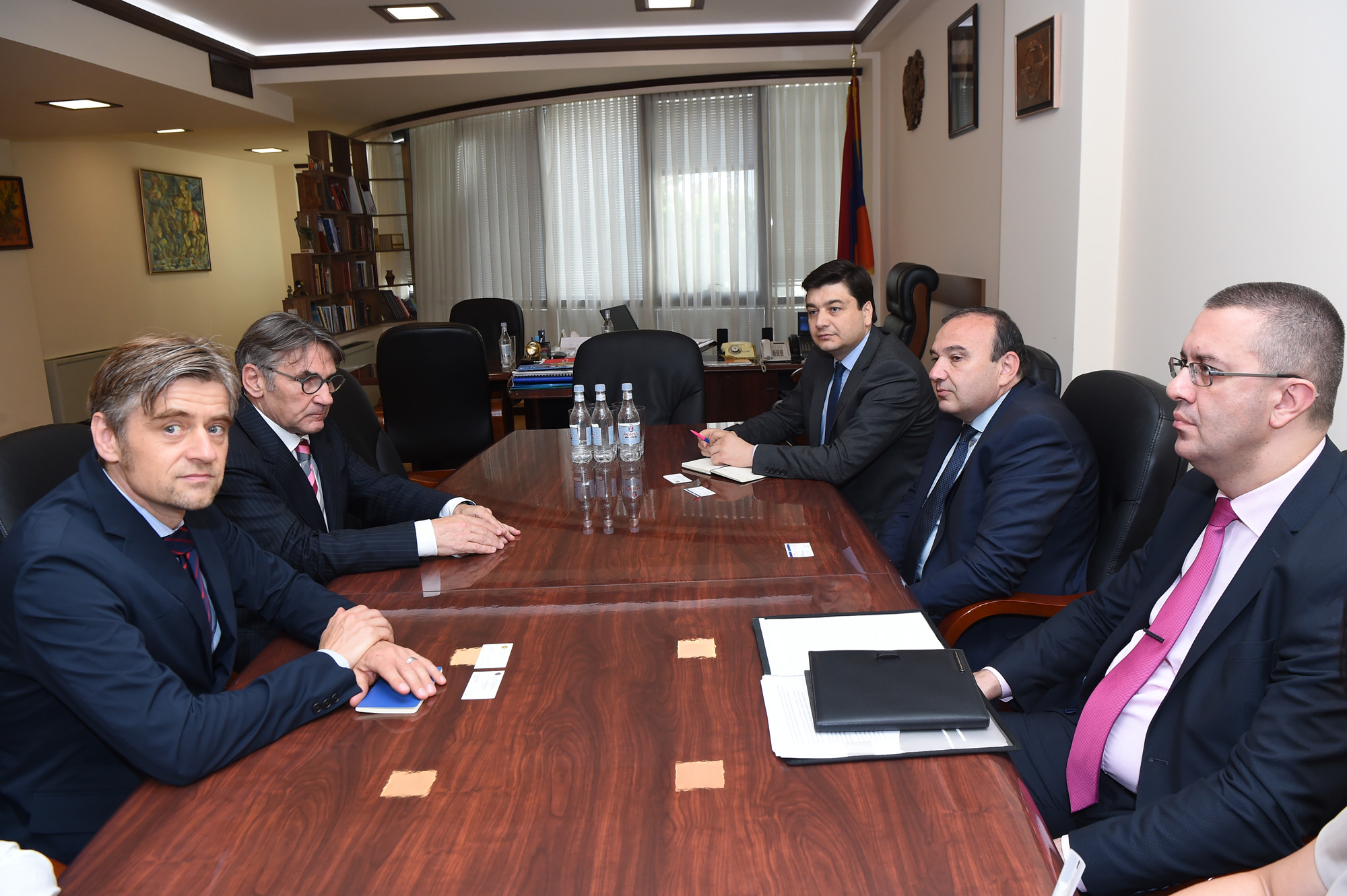 The only way for Armenia's development is fostering democracy, says L. Mkrtchyan